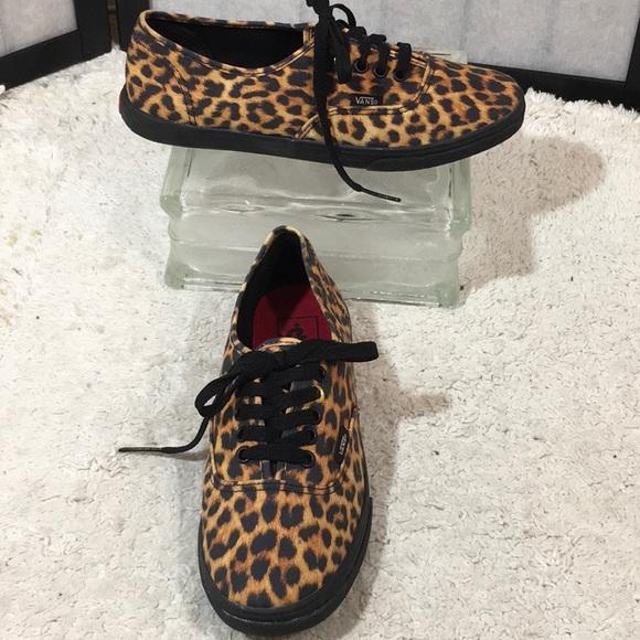 e1c18de239 Vans leopard print sneakers. M 5ae1fc635512fdc6d943e5ac